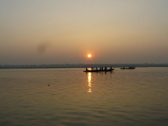 sunrise-on-the-ganges